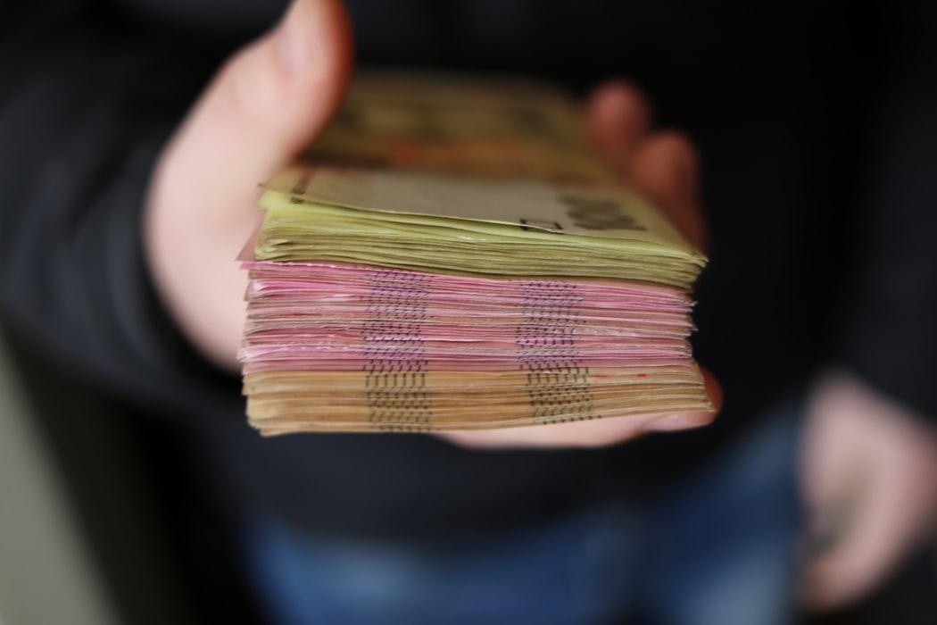 как перевести деньги с чехии в украину